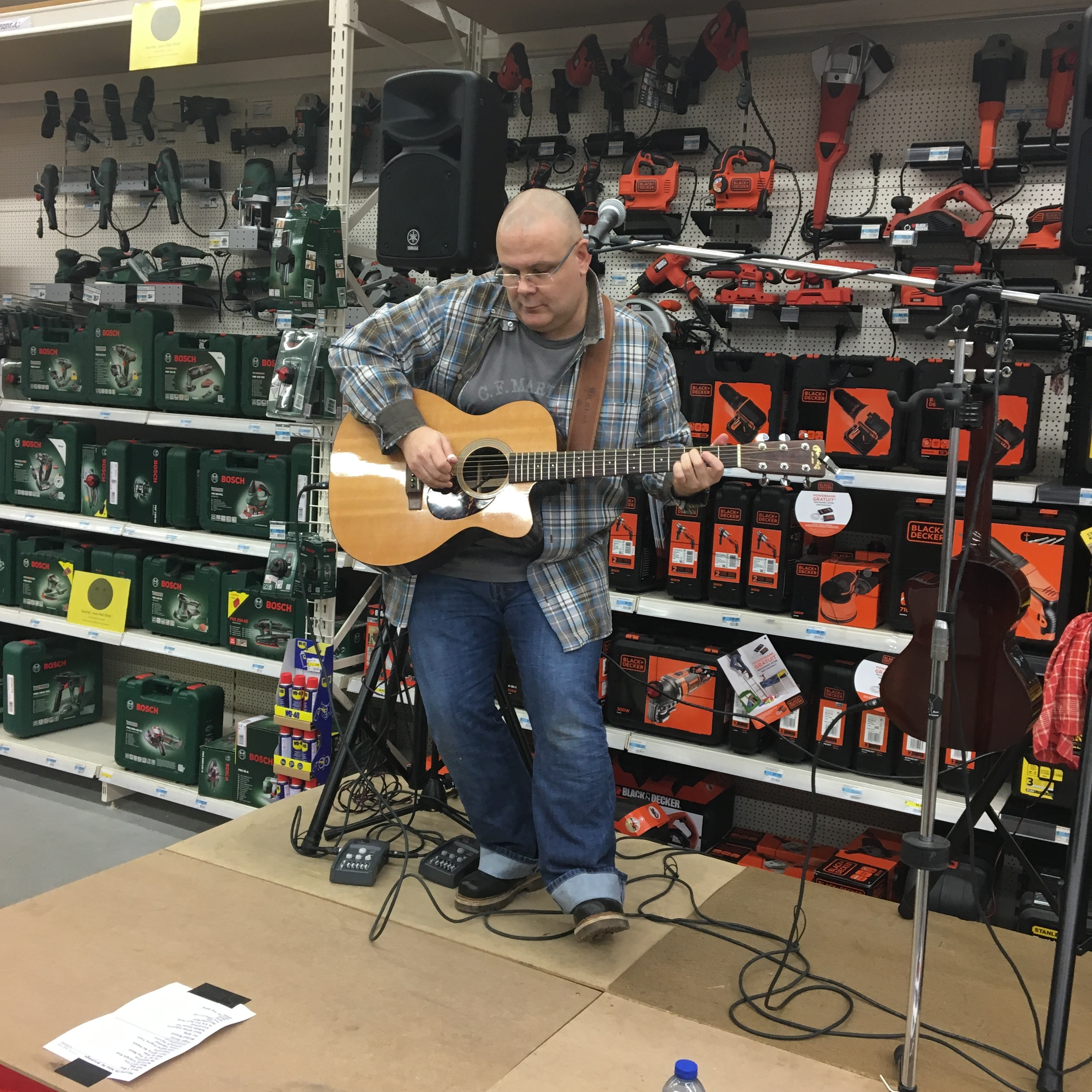 Accorder sa guitare et encore mieux accorder sa guitare ma guitare et vous - Magasin bricolage villeurbanne ...
